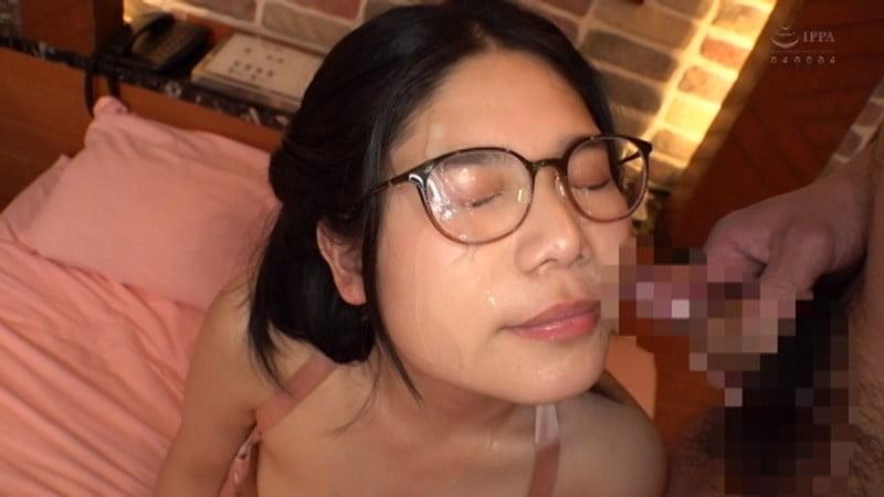 メガネっ娘に顔射(ぶっかけ)エロ動画